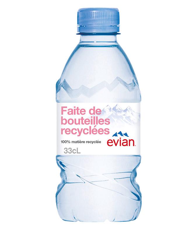 prenez une petite bouteille d'eau pour aller aux toilettes